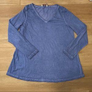 Soft surroundings blue acid wash long sleeve mediu